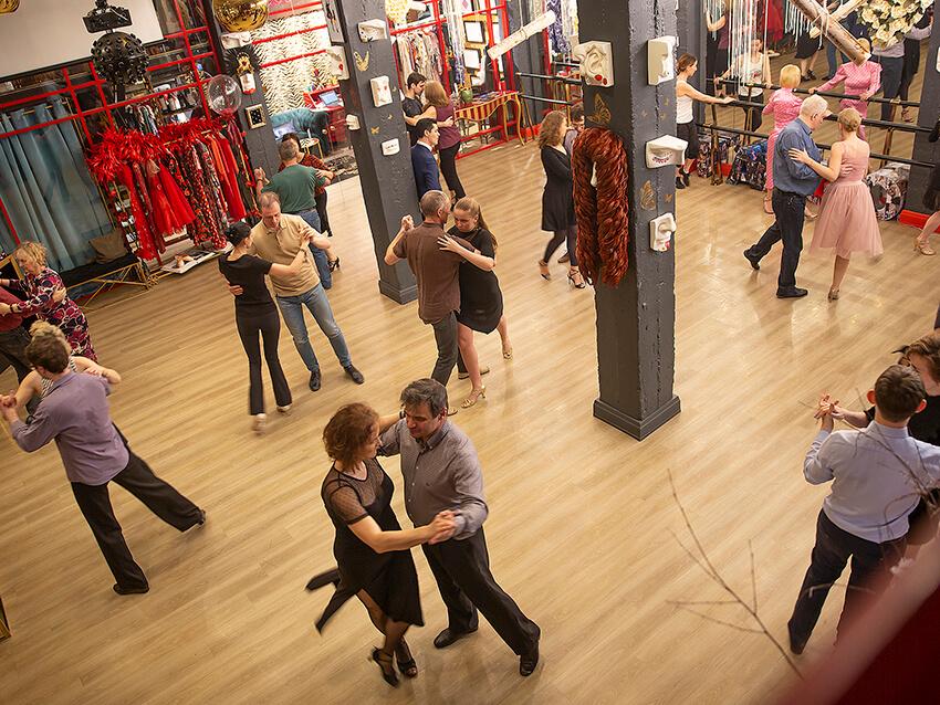 Зал танцевальной студии Adornos